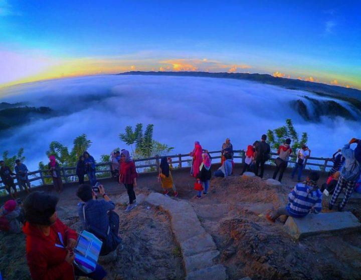 borobudur sunrise on hill prambanan